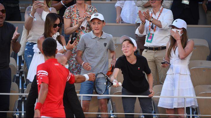 El niño que le dio tácticas a Djokovic en la final de Roland Garros y que se hizo viral al recibir su raqueta