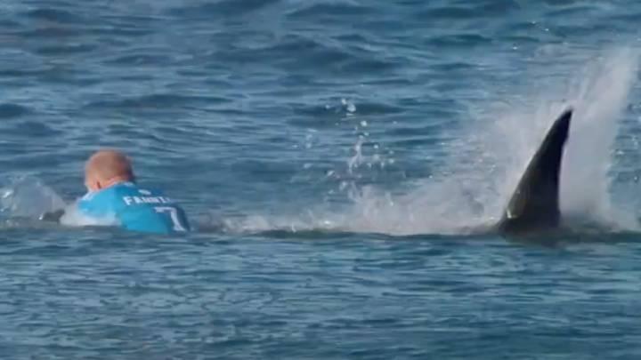 Doble mordisco de un tiburón a un surfista en una de las mejores olas del mundo