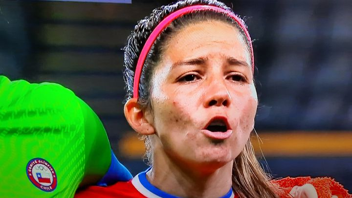 El emotivo momento de la Roja en el himno: una figura lloró