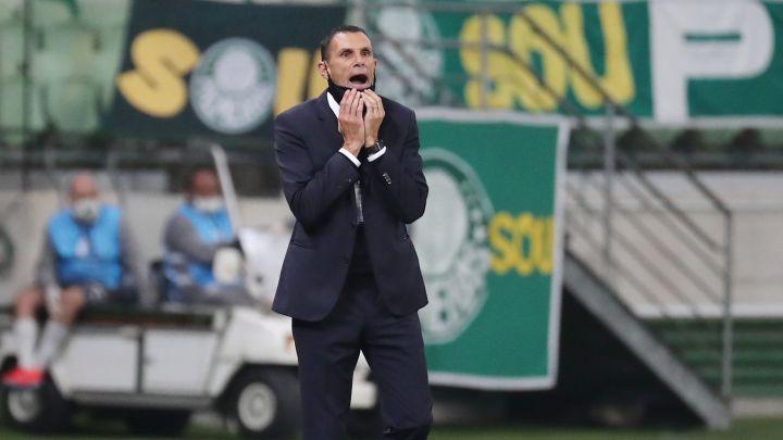 """Gustavo Poyet, tranquilo tras la eliminación ante Palmeiras: """"Estaría preocupado si…"""""""