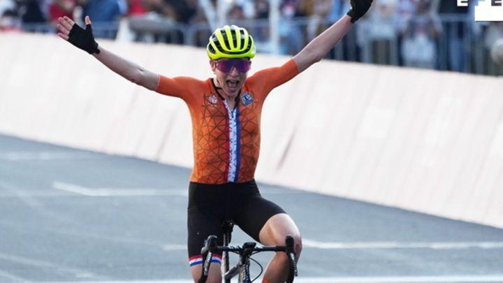 ¡Increíble! Van Vleuten celebra el oro en ciclismo en ruta… sin saber que en realidad era segunda