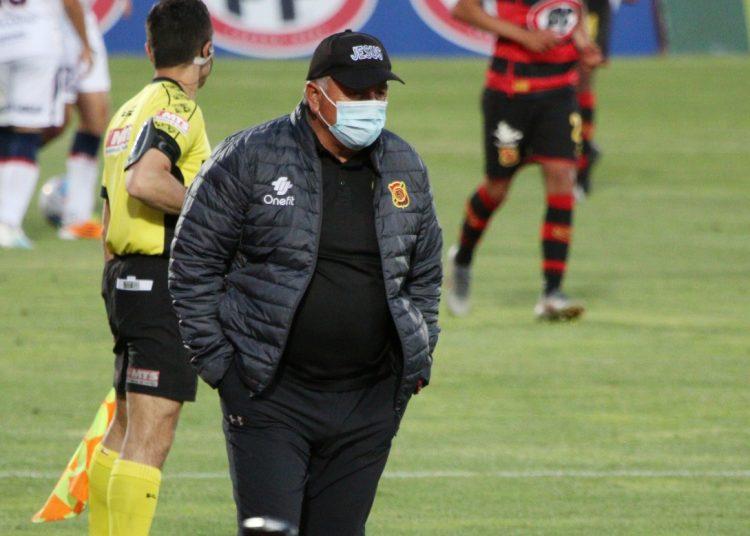 """Marcoleta adelantó lo que será un partido de """"seis puntos"""" en el puerto pirata"""