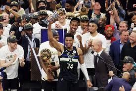 Giannis ya es leyenda: partido colosal y anillo histórico para Milwaukee Bucks