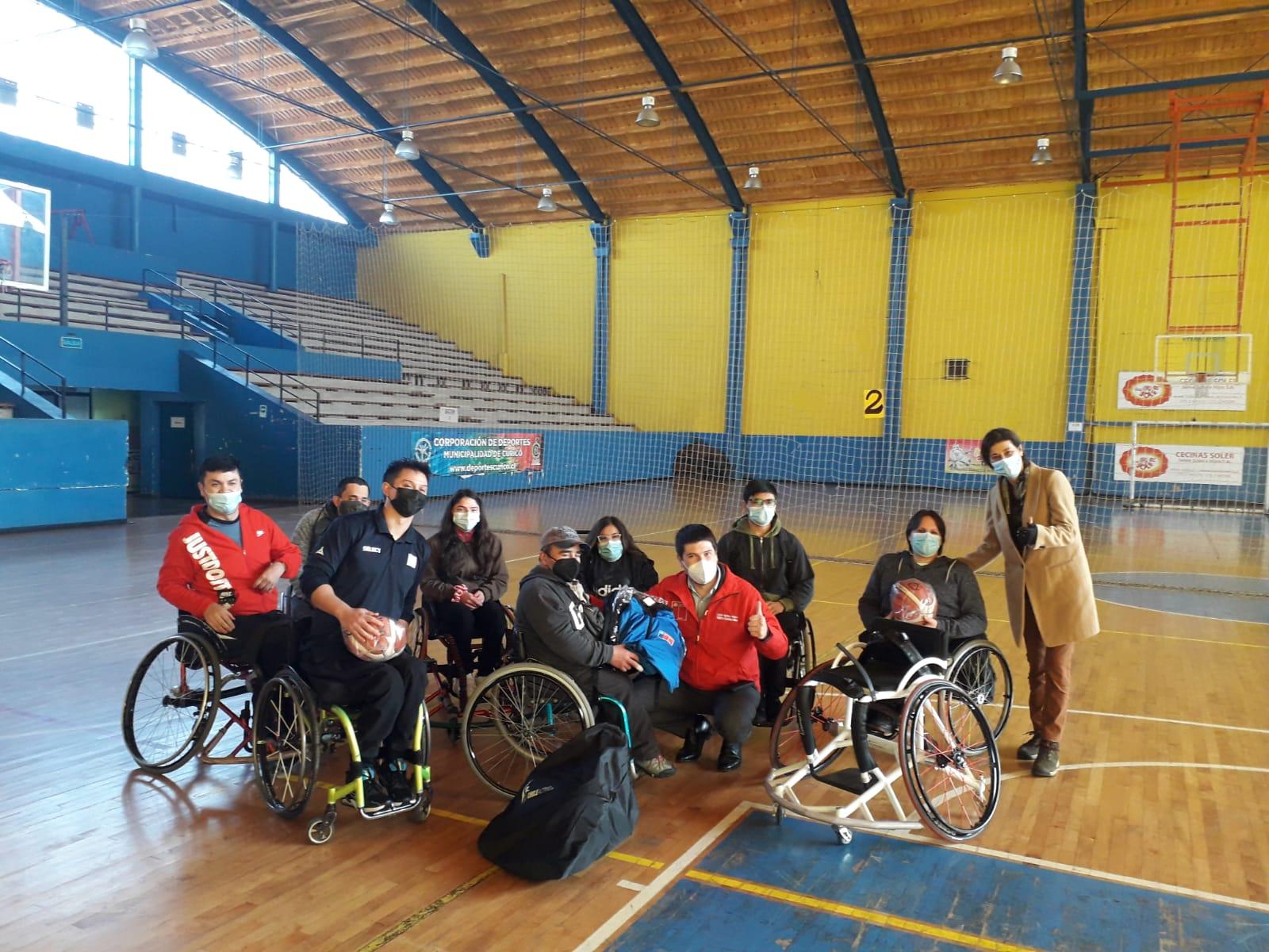 CLUB DE BASQUETBOL EN SILLA DE RUEDAS RECIBE IMPLEMENTOS DEPORTIVOS