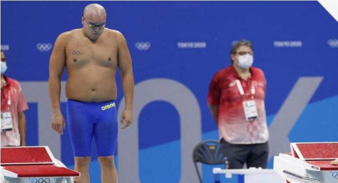 Con risas e ironías: comentaristas se burlaron del físico de nadador olímpico en Tokio 2020