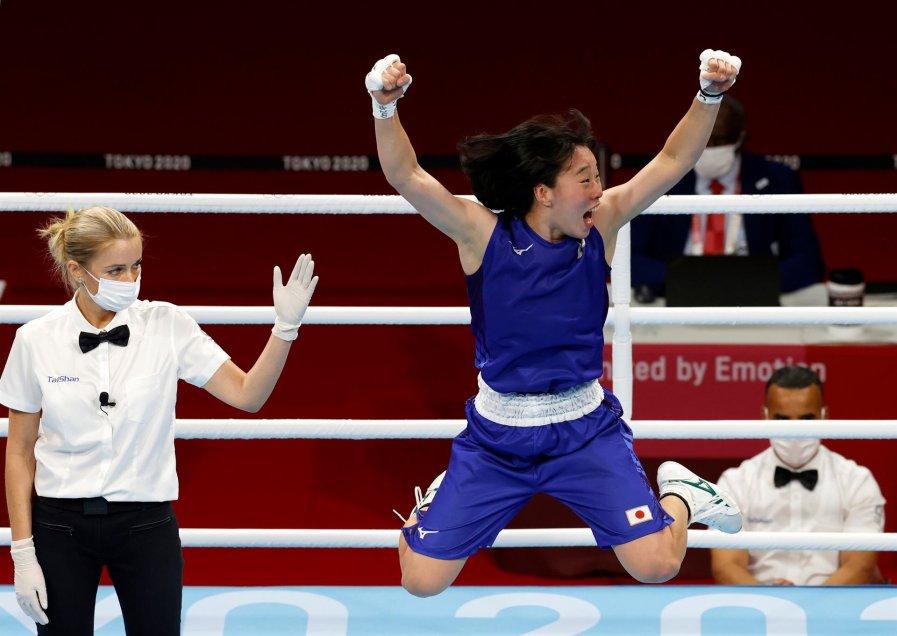 Sena Irie venció a la campeona mundial de peso pluma para ganar el primer oro del boxeo en Tokio 2020