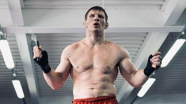 Campeón de kickboxing fue condenado a prisión por golpear a varios policías