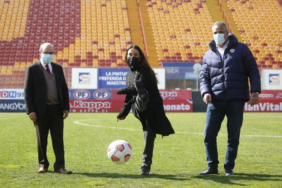 Autoridades dieron a conocer detalles del retorno del público a los estadios en el Santa Laura.