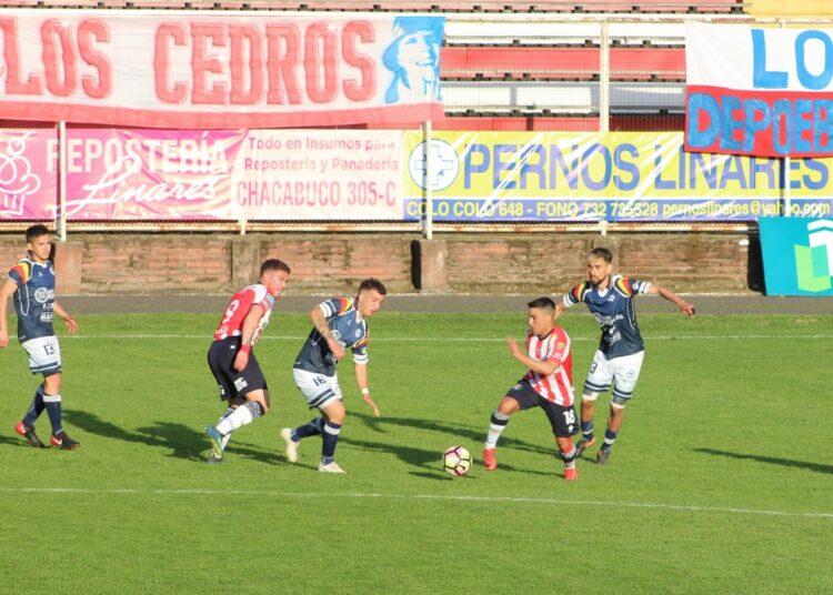 Linares espera conseguir su primer triunfo en la Tercera División con nuevo DT