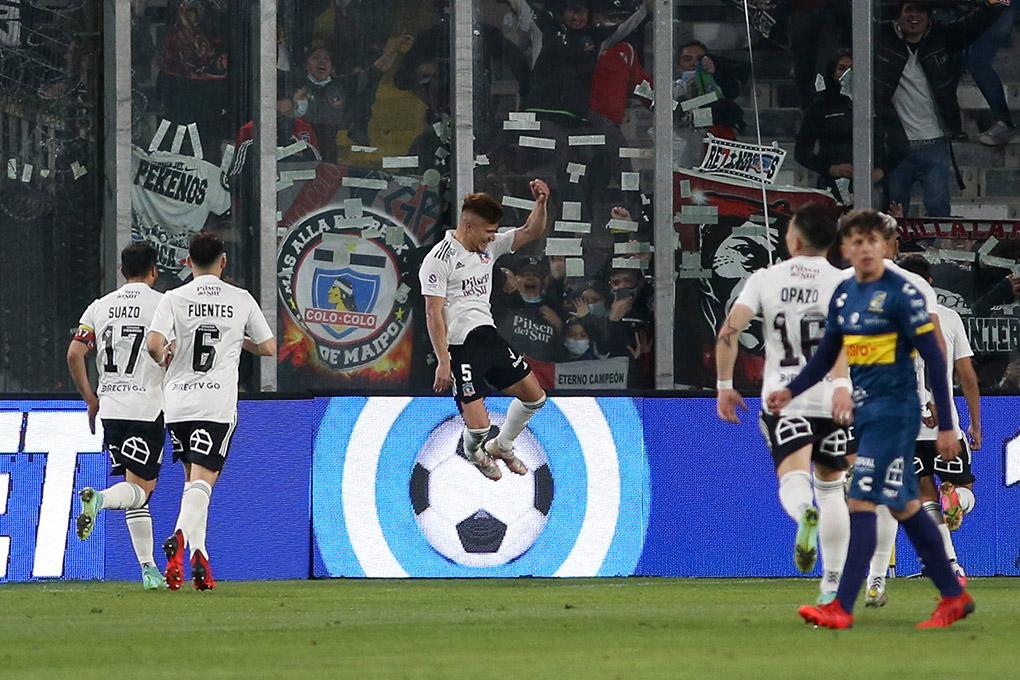Colo Colo sigue firme en la cima venciendo a Everton en el Monumental