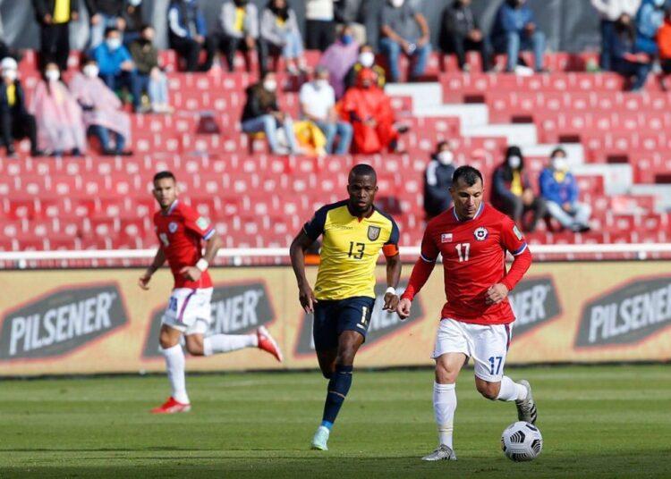 Chile sumó un punto en Quito, pero poco le ayudó para escalar en la tabla