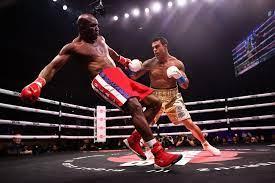 El legendario Evander Holyfield sufrió un fulminante KO ante Vitor Belfort