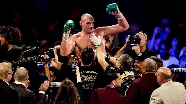 Tyson Fury se defendió de acusaciones de Deontay Wilder de manipular sus guantes